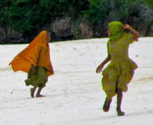 Bambine mussulmane giocano